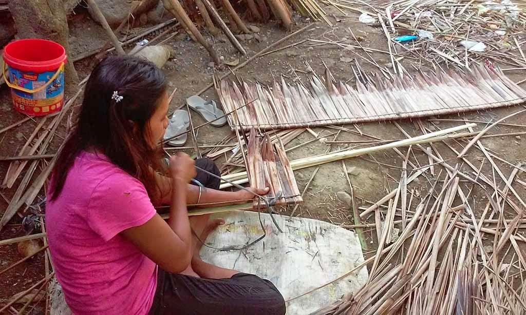 Magdalena assembles roof pieces